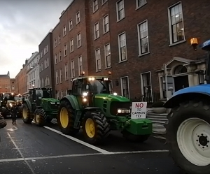 Hundreds of Farmers arrive at Dail in dispute over Beef prices and Carbon taxes