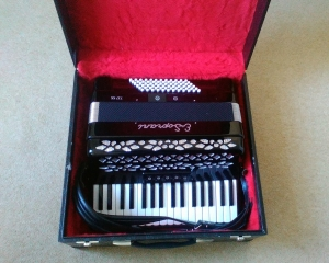 Piano accordian E Soprani 72 Bass