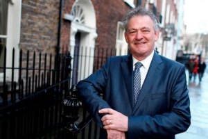 Third Dragon's Den star Peter Casey enters Presidential race