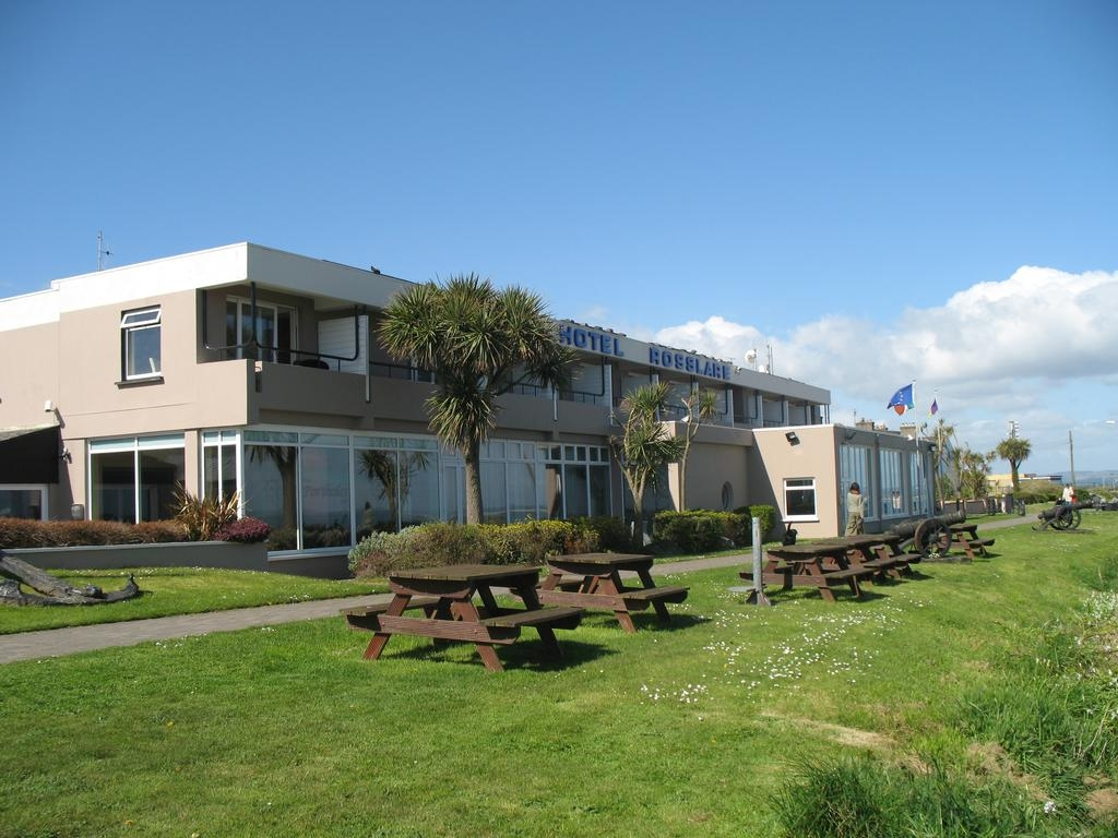 Rosslare locals concerned at lost opportunity for tourism as vacant Hotel used for asylum seekers.
