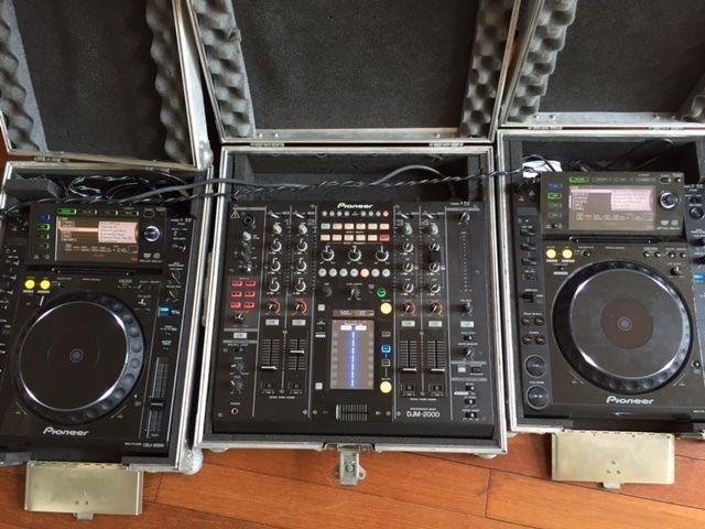 For sale 2X Pioneer CDJ-2000 Nexus & DJM-2000 Nexus Mixer Package