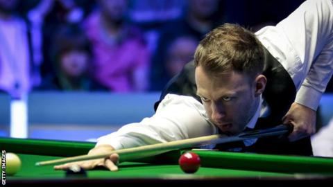Players Championship: Judd Trump into semis as John Higgins knocks out Mark Selby