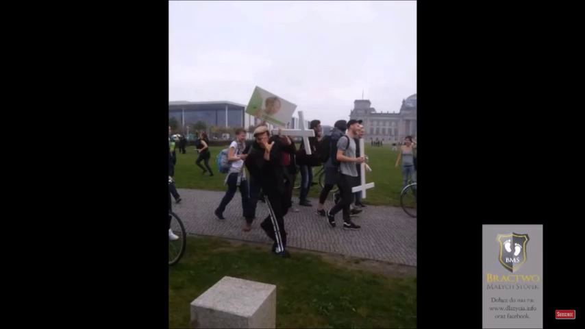 Berlin : Far left mob smash Christian Crosses