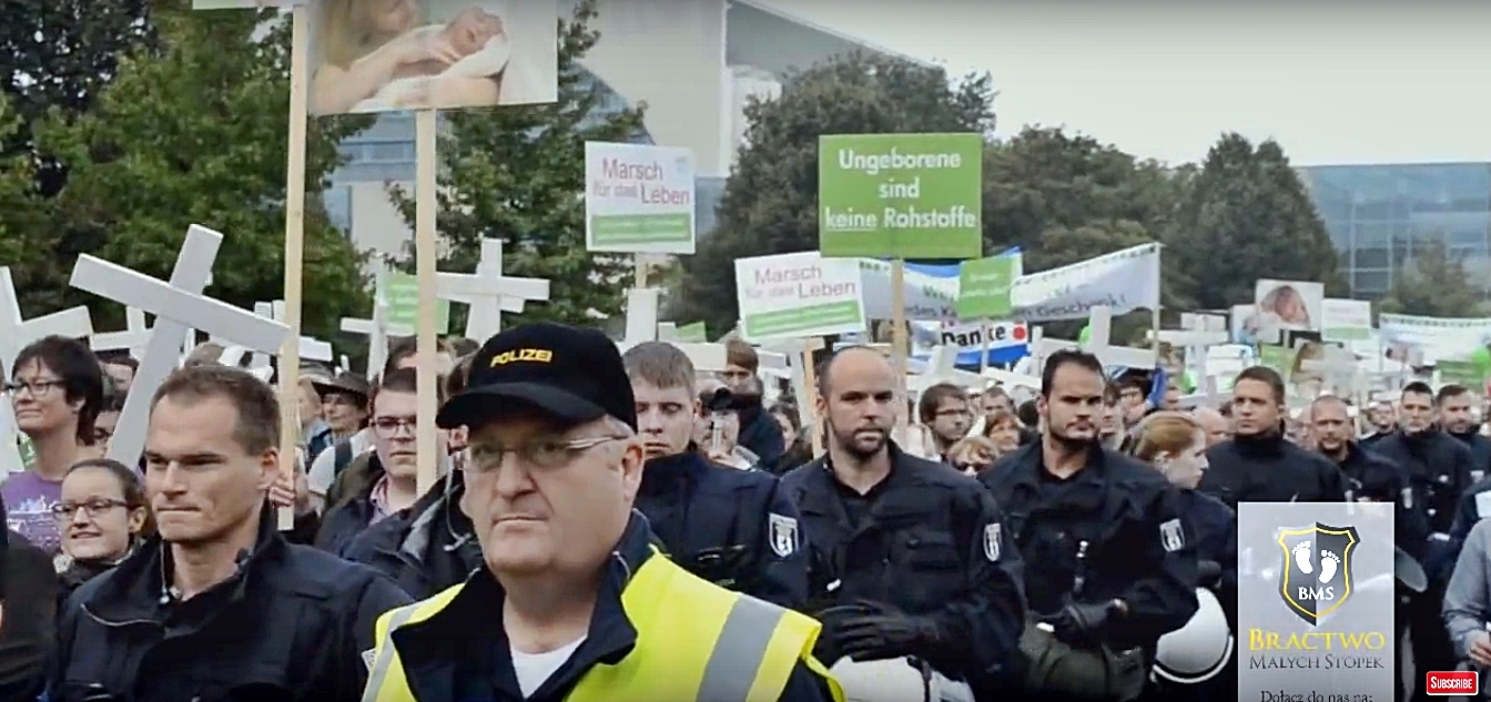 Police Protect Pro Life Marchers from Far Left Mob