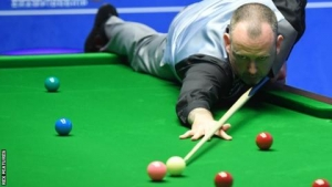 Two-time champion Williams eases past Robertson