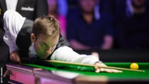 Northern Ireland Open: Ali Carter defeats holder Mark Williams 4-3 in Belfast