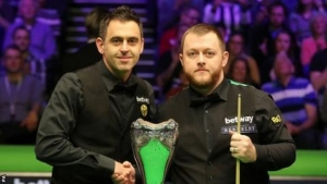UK Championship final: Ronnie O'Sullivan leads Mark Allen 6-2 after first session