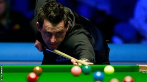 Tour Championship: Ronnie O'Sullivan holds lead over Neil Robertson