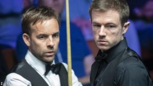 Former finalist Carter beats Lisowski to reach round two