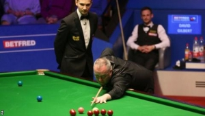 Gilbert takes control as ex-champion Higgins produces 'mad' and 'ridiculous' errors
