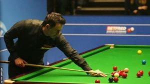 English Open: Ronnie O'Sullivan beats Jack Lisowski to make semi-finals