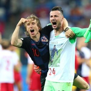 Subasic the hero as Croatia claim shootout win